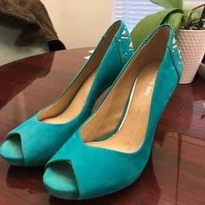 "Size 9 teal 3.5"" peep-toe heels"